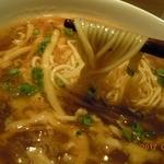 京鼎樓 - サンラータン麺のつやつや細麺