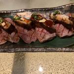 折衷Bar  シヅクトウヤ - フォアグラをのせた仙台牛の炙り寿司