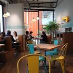 グロリアス チェーン カフェ - 店内客席