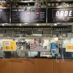 グロリアス チェーン カフェ - 注文口と左受渡口