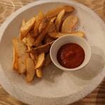 ウィム サケ アンド タパス - フライドポテト 醤油麹ケチャップ添え