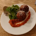 ウィム サケ アンド タパス - 酒米ライスコロッケ トマト塩麹ソース