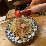 沖縄食堂チャンプル×チャンプル - 親の仇の如く、ぶっかけるコーレーグース。
