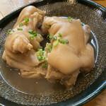 沖縄食堂チャンプル×チャンプル - ボリューム満点!豚足。