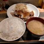 肉蔵でーぶ - しょうが焼き定食1000円