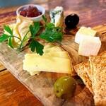 海鮮ワイン酒場 IBIZA - 旬のチーズの盛り合わせ