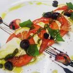 海鮮ワイン酒場 IBIZA - 水牛モッツァレラチーズのカプレーゼ