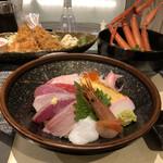 わらべ菜魚洞 - 五彩丼¥2280 (カニ汁付き)