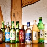 韓国家庭料理 青鶴洞 - ドリンク写真:お酒の集合