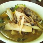 MOMO curry - グリーンカレー(3種のきのこトッピング)