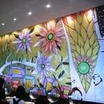 13929845 - ブッフェテーブルの傍の壁画