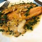 本日の魚のムニエル、カリカリアーモンド添え
