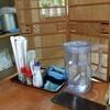 柏屋食堂 - 料理写真:奥座敷のテーブル上の調味料他達!