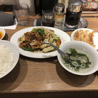 薄皮餃子専門 渋谷餃子 新宿3丁目店