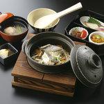 鯛めし ちどり - 料理写真:鯛めし御膳 1344円(税込) ひとつづつ炊き上げた鯛めしに一汁三菜がついた当店の看板メニューです