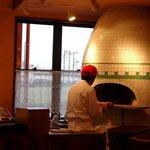 マンマパスタ - 本格薪釜でピッツァを焼き上げます☆