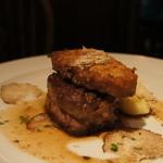 シャムロック バイ アボットチョイス - 牛フィレ肉とフランス・ヴェルデ産フォアグラのロッシーニ、マディラワインとスーゴのソース、サマートリュフの香り