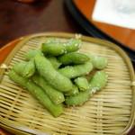 明月 - 枝豆でしばしうなぎを待つ