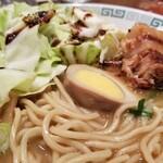 桂花ラーメン - 麺の表情。
