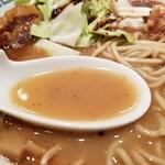 桂花ラーメン - スープの表情。