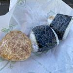 飯塚精米店 - 料理写真:焼きおむすび、無農薬米 うめ、ツナみそ