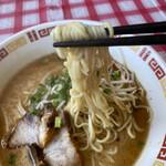 みかちゃんラーメン - 麺はモチモチ