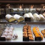 銀河堂1890 Sweets&Bakery - ケーキに目が留まり、イートインでしばしまったり。