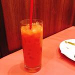 139307751 - オレンジジュースは粒々入り