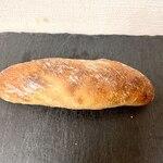 パーネ ディ トゥッティ - ナッツナッツナッツ 生地がむっちり。こちらのパンはほんとにどれもむっっちりして引っ張ると伸びるほど。