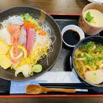さしみ屋 - ちらし寿司と茶碗蒸しとミニうどんのset