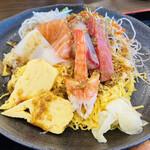 さしみ屋 - 醤油に山葵をといて ちらし寿司にかけた後の写真w