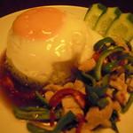 タイ料理 けん - 鶏肉とバジルごはん 750円