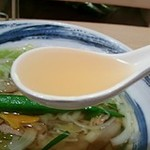 あかねや - 鰹と昆布ダシのあっさりして美味しいスープ