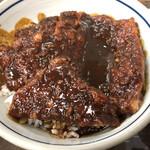 139327723 - みそかつ丼の味噌タレはスタッフさんが着丼と同時にかけてくれます。