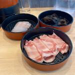NANI 回転小火鍋 - 国産豚ロース、白身魚、木耳