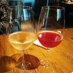 139328568 - ドラフトワイン  白はデラウェア  赤は巨峰