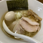 錦太朗 - 料理写真:塩中華そば(700円)+半熟味付玉子(100円)