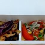 パリヤ - 季節野菜のわさび醤油マリネ、オニオンスライスとトマト、コリアンダーのナムル ♪