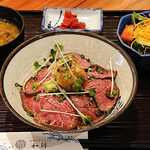 浜焼きダイニング和師 - 和師 @西葛西 自家製ローストビーフ丼 税込980円 ご飯少な目でお願い これにドリンクとデザートが付きます