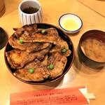 139342648 - 201023金 北海道 豚丼のぶたはげ本店 特盛豚丼1,370円