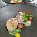 ホタテのポアレとビオ野菜のヴィネグレット
