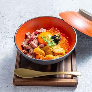 高級食材を贅沢にお楽しみいただける丼など、一品料理も豊富