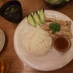タイ酒場 サラパオ - カオマンガイ(スープ付)