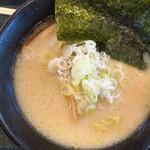 麺工房 三芳(下り)PA店 - 料理写真:三芳とんこつラーメン