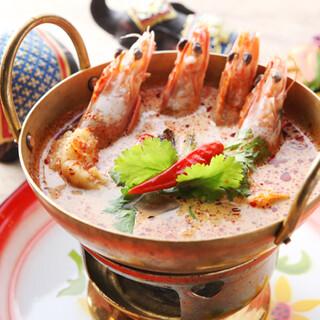 まずはタイ料理。本場の料理人が作る料理は期待以上の味と大評判