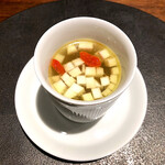 139358368 - 蕪、チキン、クコの実のスープ