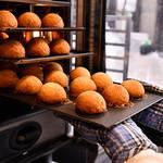 香港飲茶専門店 西遊記 横浜中華街 - 叉焼メロンパン 焼きあがりました