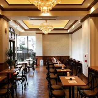 ウッドデッキもある、ヨーロピアンスタイルな本格カフェで満喫♪