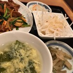 中華料理 豊楽園 - ニラレバセットの スープ ナムル 大根サラダ 搾菜