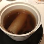 中国飯店 - 松茸香るフカヒレといろいろキノコの蒸しスープ